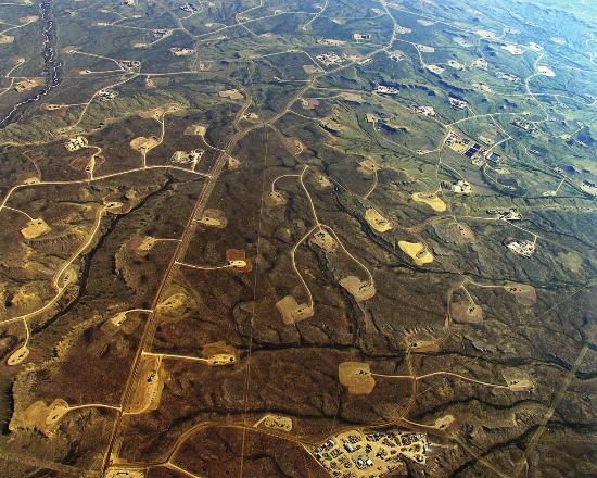 Gas ez-konbentzionala ustiatzeko putzu dentsitatea handia Wyoming-en.