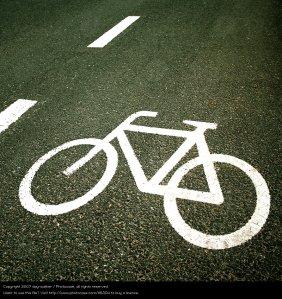 116304-stock-photo-bicicleta-senales-marcas-raya-simbolos-metaforas-asfalto-signos
