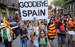 Miles de catalanes se manifiestan para reclamar independencia y pacto fiscal